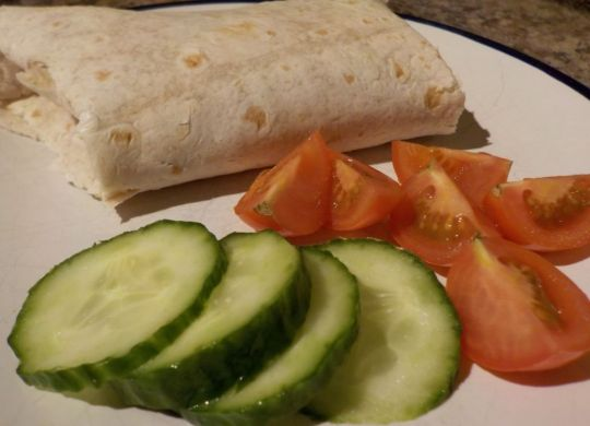 Chicken wrap with cucumber and tomatoes