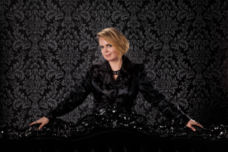 Theresa Braun author
